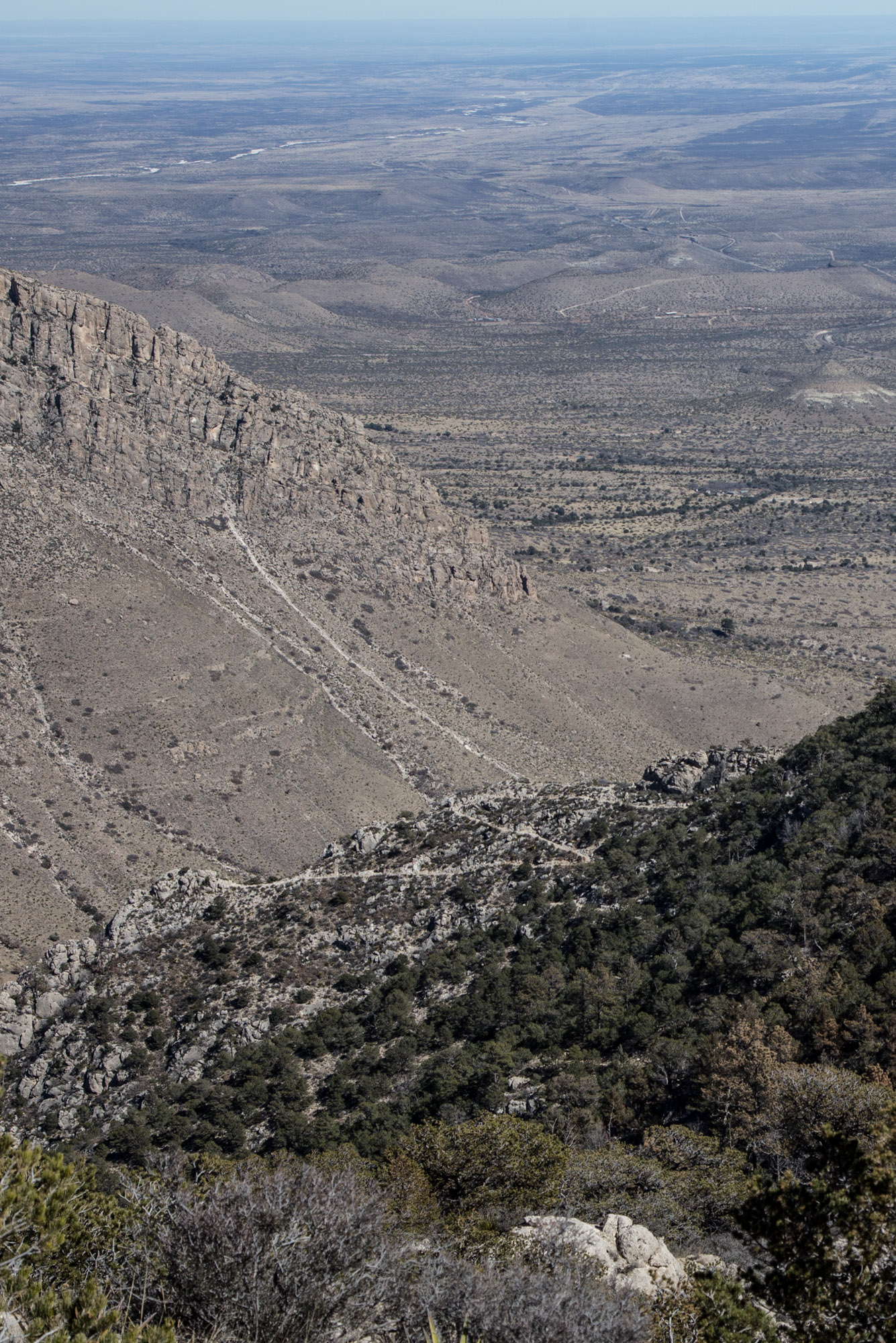 Switchbacks along ridge to Guadalupe Peak